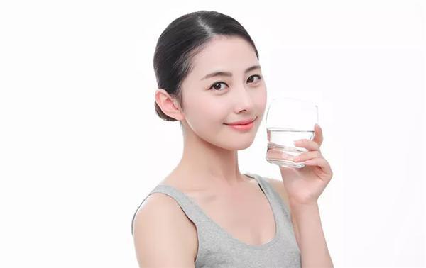 2018净水器人工智能饮水新方案,永汇物云水机一改善二替代三卫生!
